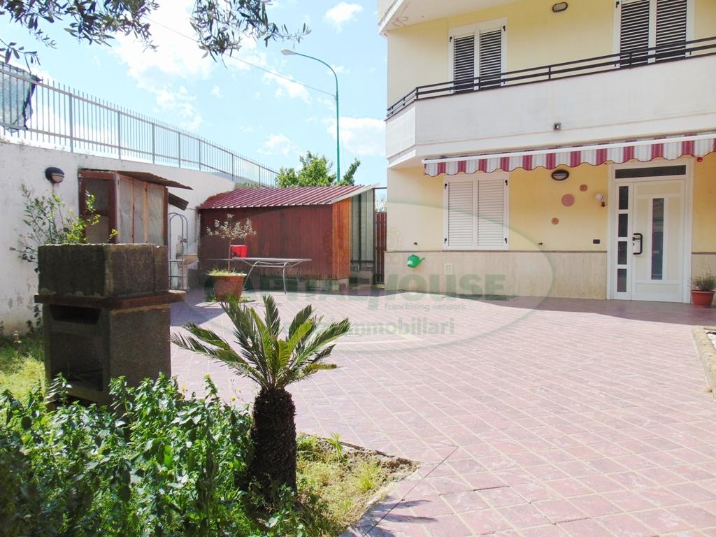 Villa in vendita a Sirignano, 6 locali, prezzo € 235.000 | Cambio Casa.it