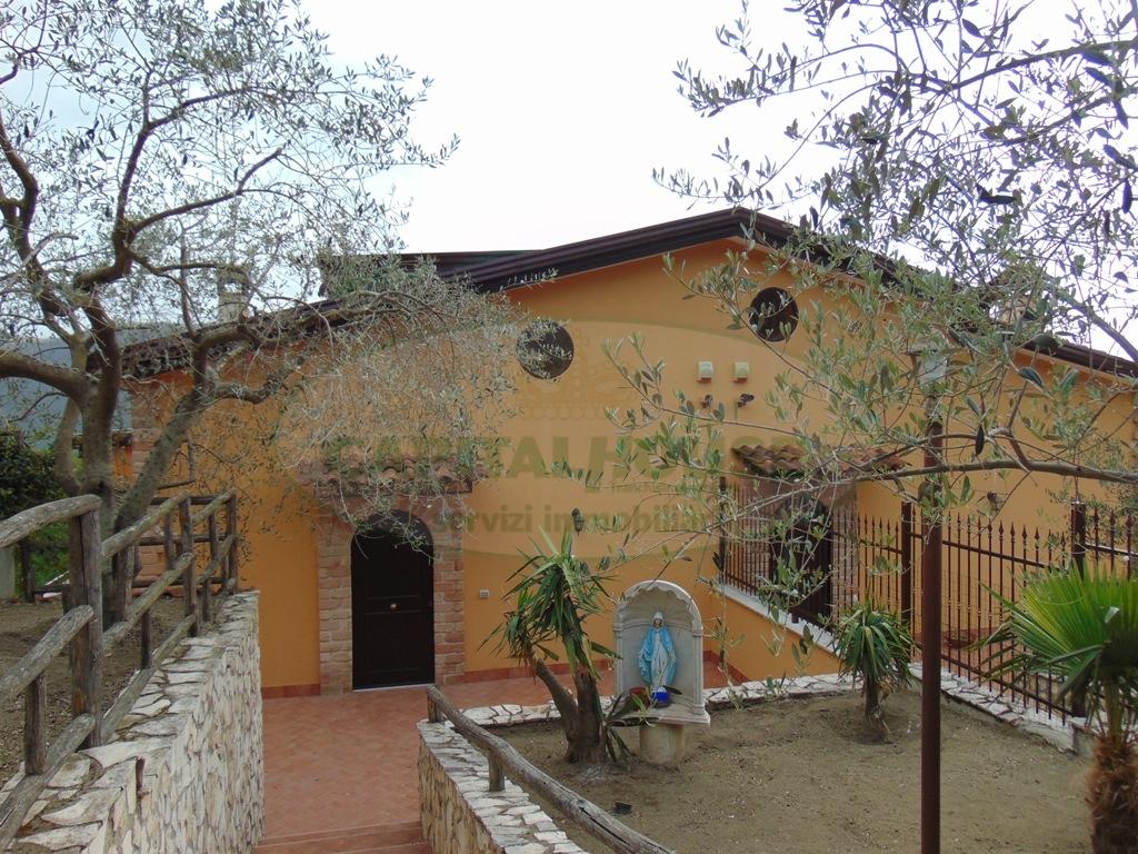 Villa in vendita a Mugnano del Cardinale, 5 locali, prezzo € 185.000 | Cambio Casa.it