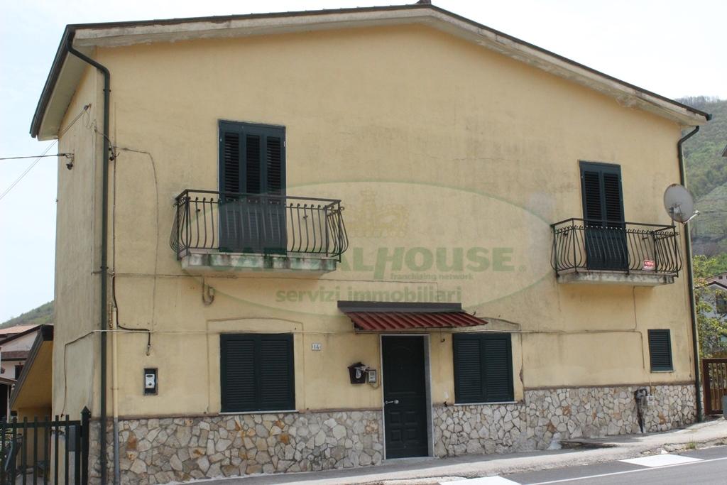 Soluzione Indipendente in affitto a Monteforte Irpino, 5 locali, zona Località: Nazionale, prezzo € 450 | Cambio Casa.it