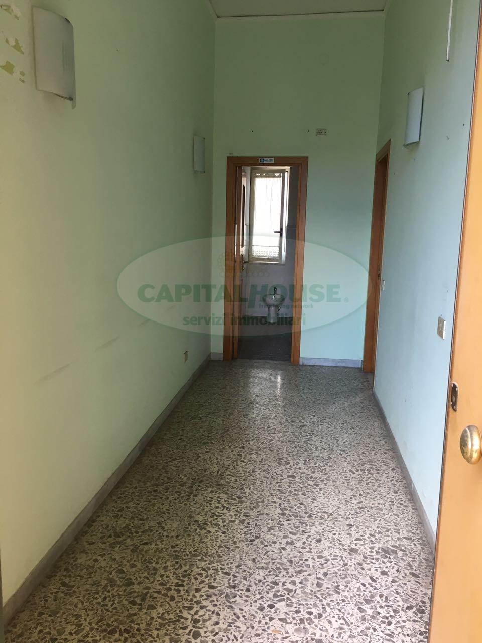 Ufficio / Studio in affitto a Afragola, 9999 locali, zona Località: ZonaAmendola, prezzo € 450 | CambioCasa.it