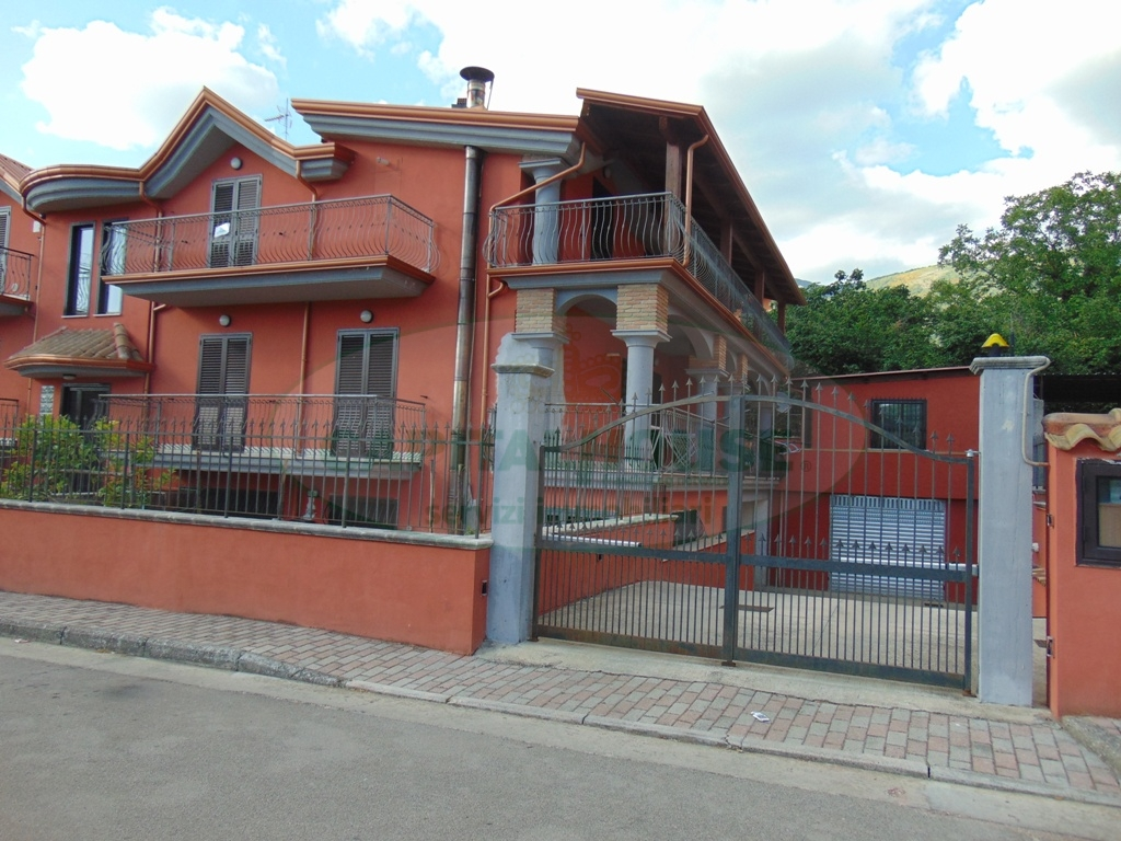 Attico / Mansarda in affitto a Mugnano del Cardinale, 4 locali, prezzo € 550 | Cambio Casa.it