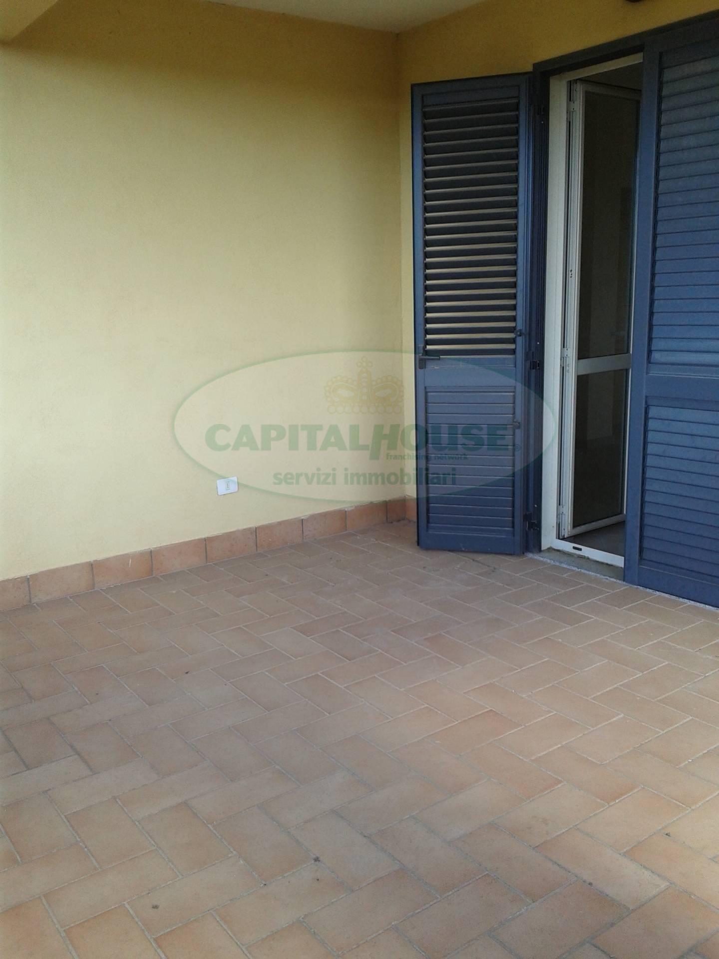 120 portico appartamento in vendita a portico di caserta for Portico auto in vendita