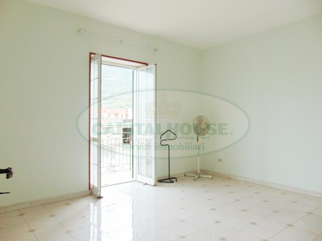 Appartamento in vendita a Sirignano, 3 locali, prezzo € 55.000 | CambioCasa.it