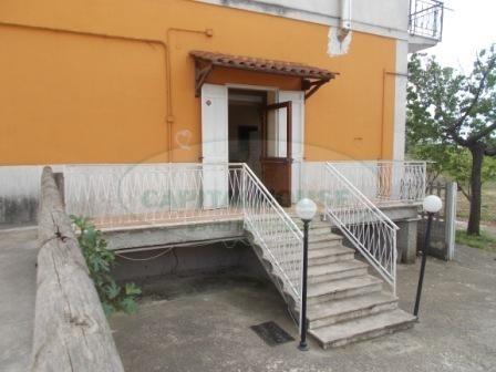 Negozio / Locale in affitto a Capua, 9999 locali, zona Località: S.AngeloinFormis, prezzo € 1.800   CambioCasa.it