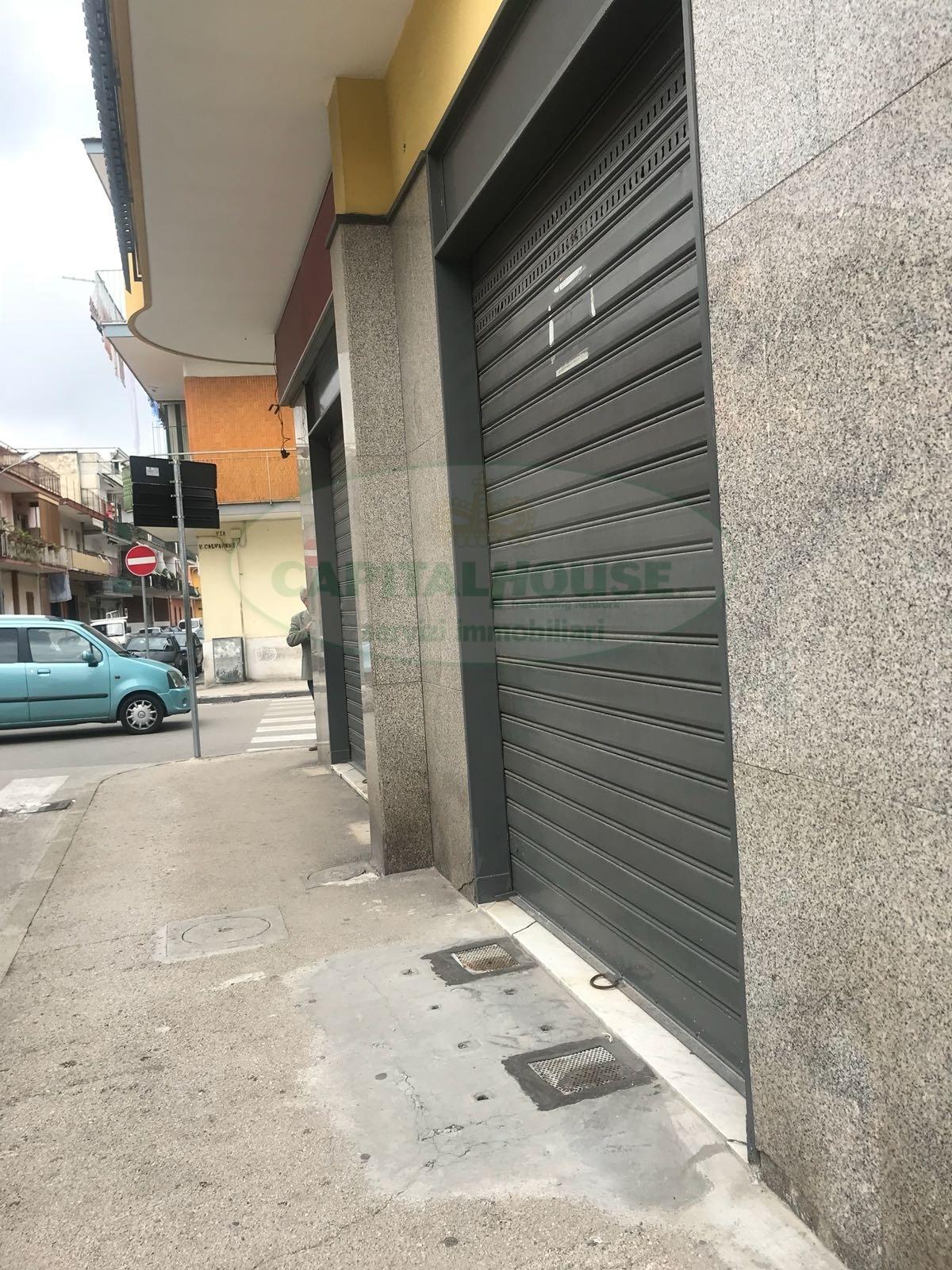 Negozio / Locale in affitto a Afragola, 9999 locali, zona Località: CampoSportivo, prezzo € 700 | CambioCasa.it