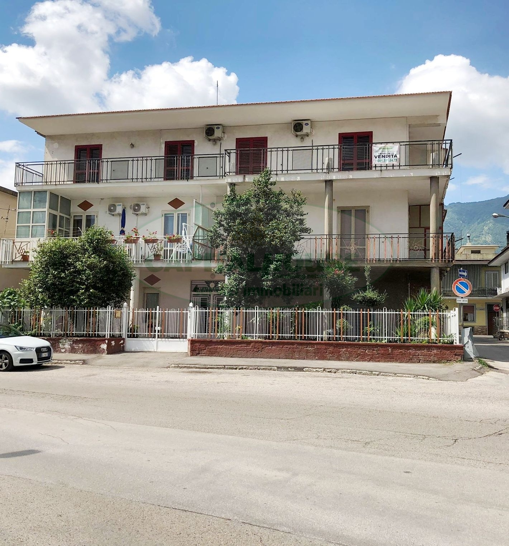 Appartamento in affitto a Avella, 6 locali, prezzo € 400 | CambioCasa.it
