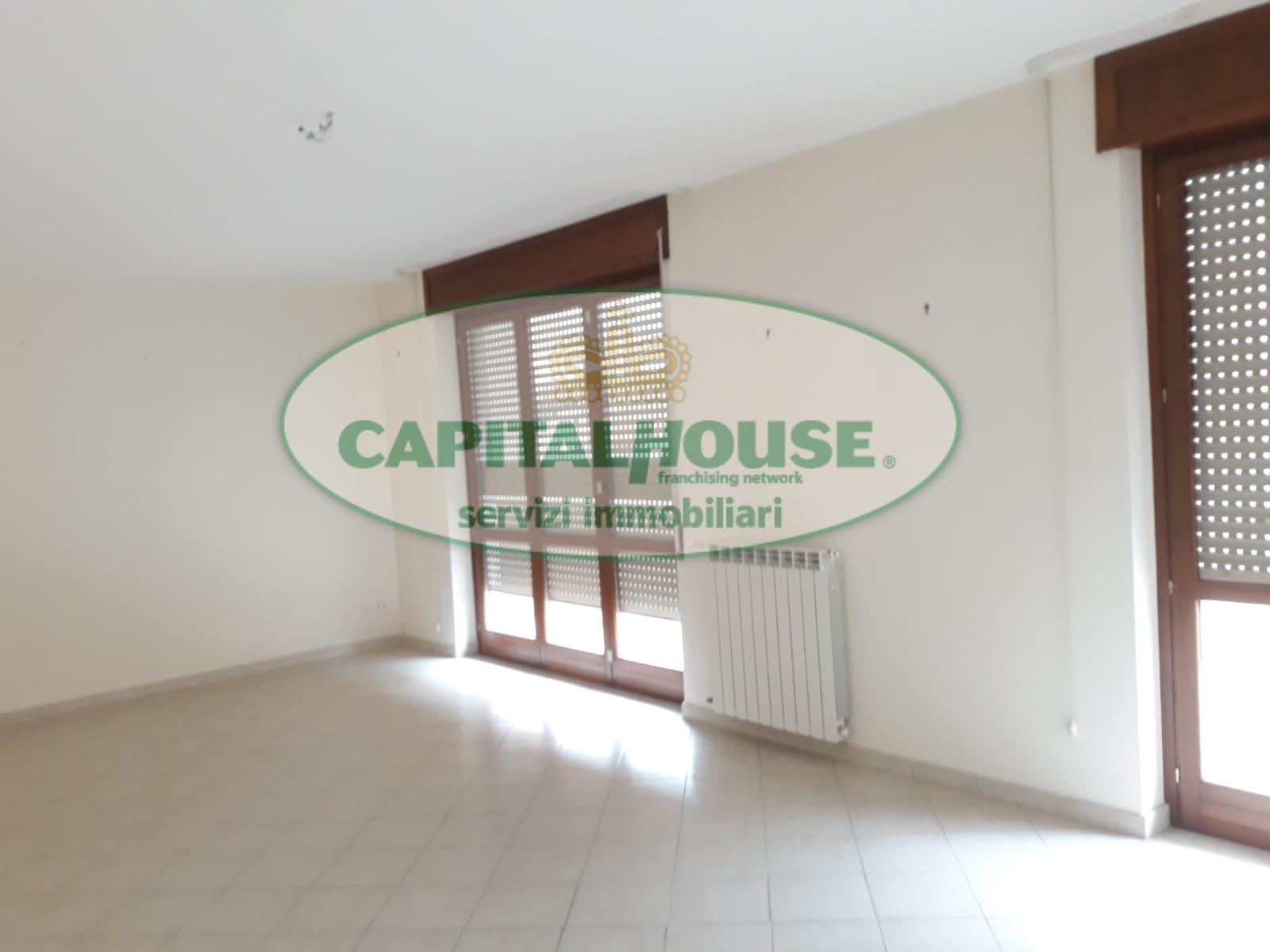 affitto appartamento caserta san benedetto  530 euro  4 locali  130 mq