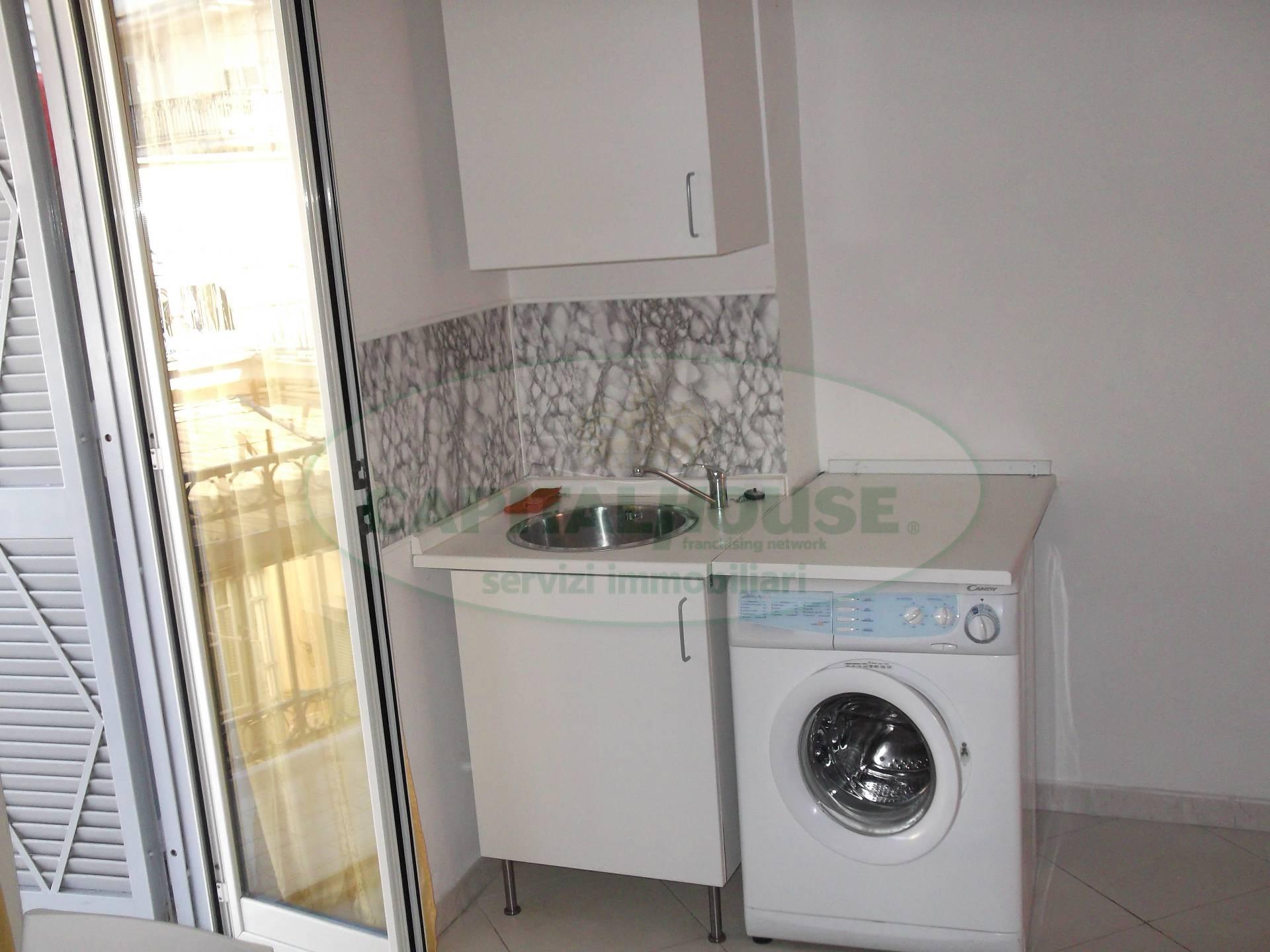 Appartamento in affitto a Afragola, 1 locali, zona Località: PiazzaCastello, prezzo € 350 | CambioCasa.it