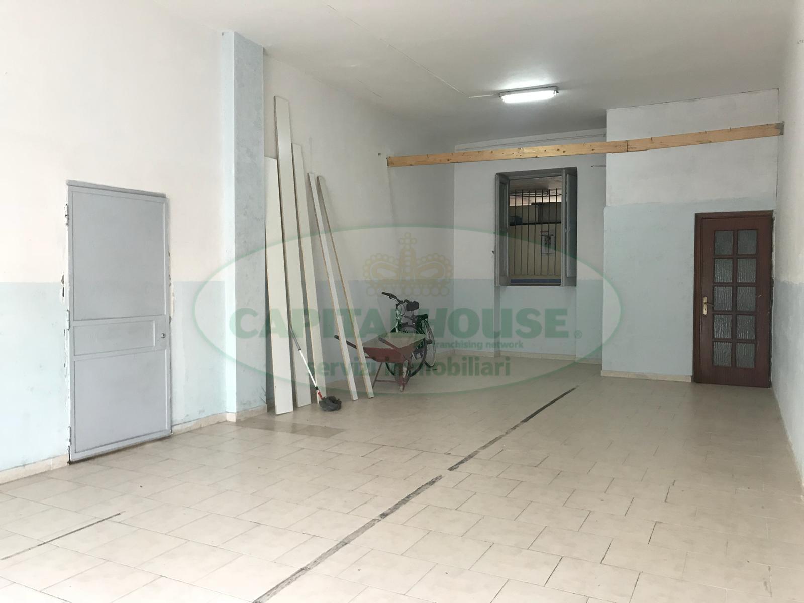 Ufficio / Studio in affitto a Afragola, 9999 locali, zona Località: ZonaSanMichele, prezzo € 300 | CambioCasa.it