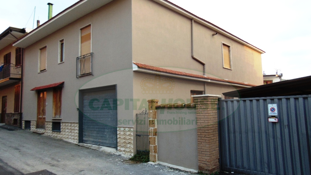 Soluzione Indipendente in vendita a Quadrelle, 7 locali, prezzo € 160.000   CambioCasa.it