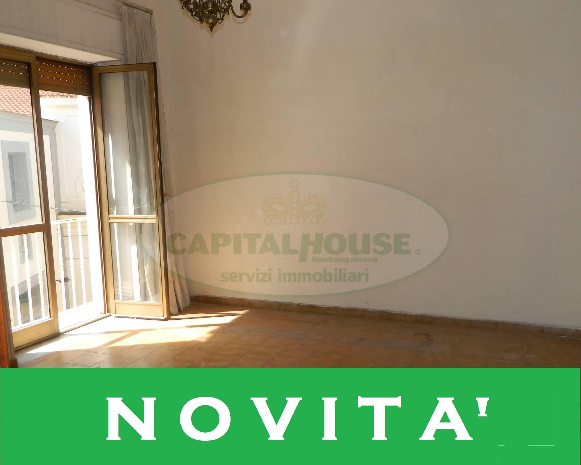 Appartamento in vendita a Afragola, 2 locali, zona Località: PiazzaCastello, prezzo € 45.000 | CambioCasa.it