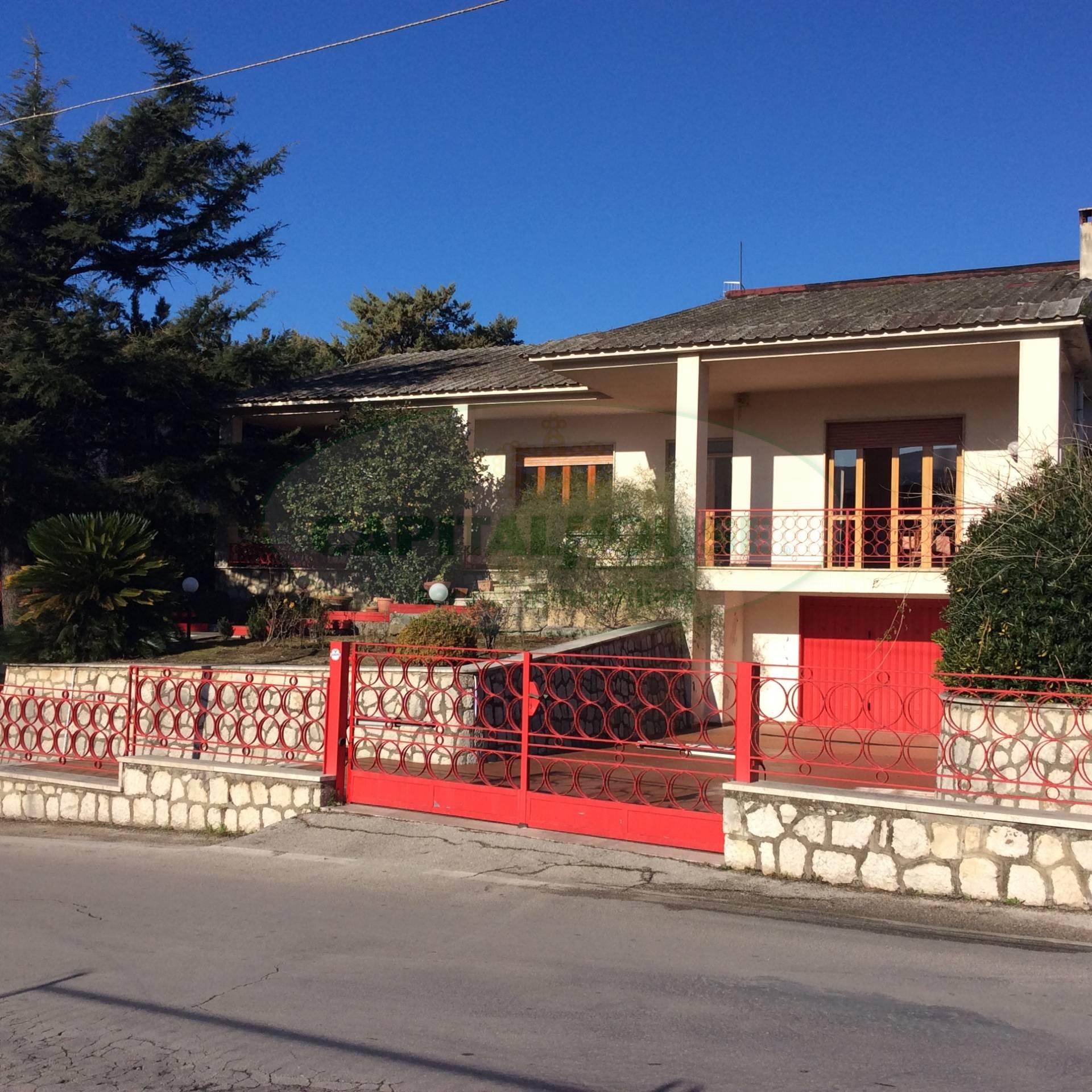 Villa in affitto a Avella, 7 locali, prezzo € 1.000 | CambioCasa.it