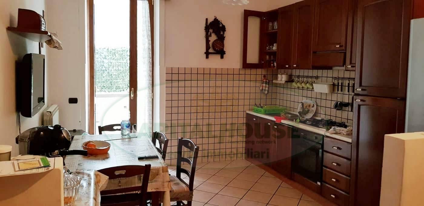 Appartamento in vendita a Mugnano del Cardinale, 3 locali, prezzo € 75.000 | CambioCasa.it