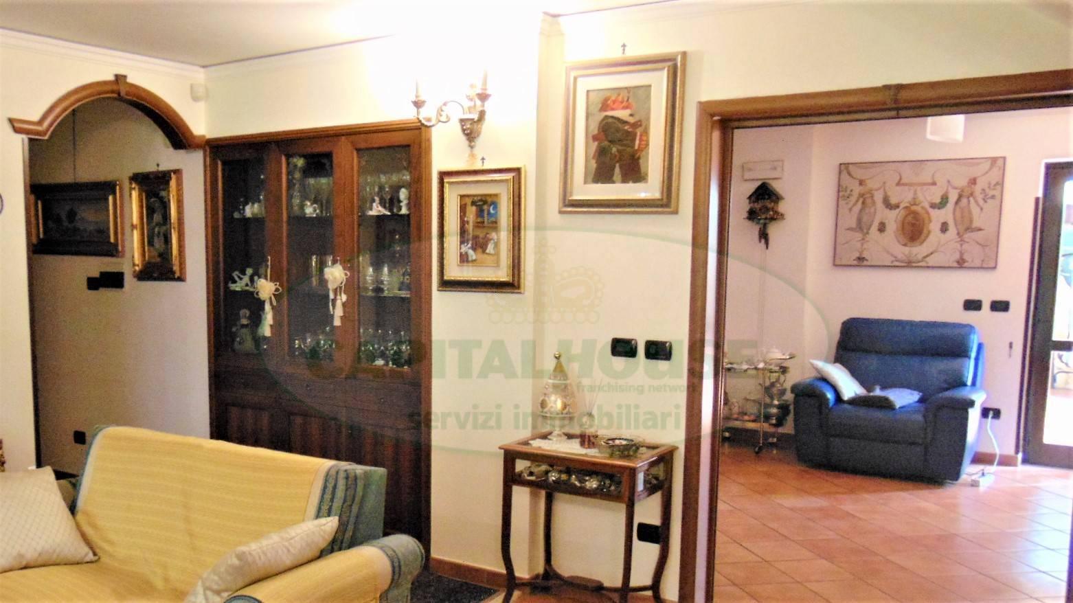 Appartamento in vendita a Sirignano, 6 locali, prezzo € 198.000 | PortaleAgenzieImmobiliari.it