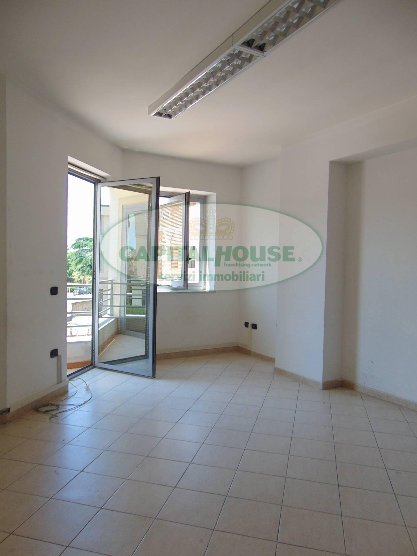 Ufficio / Studio in affitto a Santa Maria Capua Vetere, 9999 locali, zona Località: ZonaTribunale, prezzo € 420   CambioCasa.it