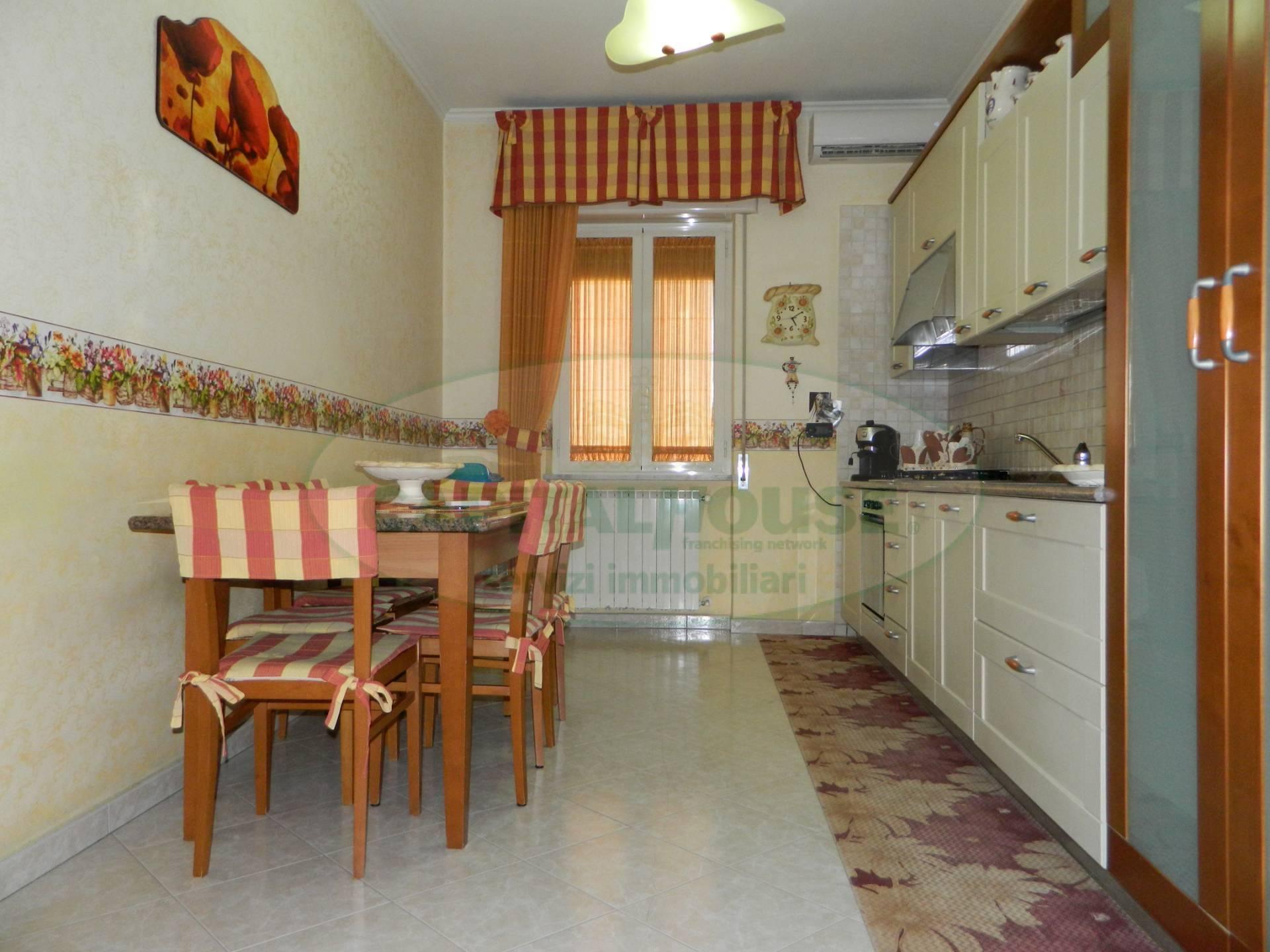 Appartamento in vendita a Afragola, 3 locali, zona Località: Centro, prezzo € 155.000 | CambioCasa.it