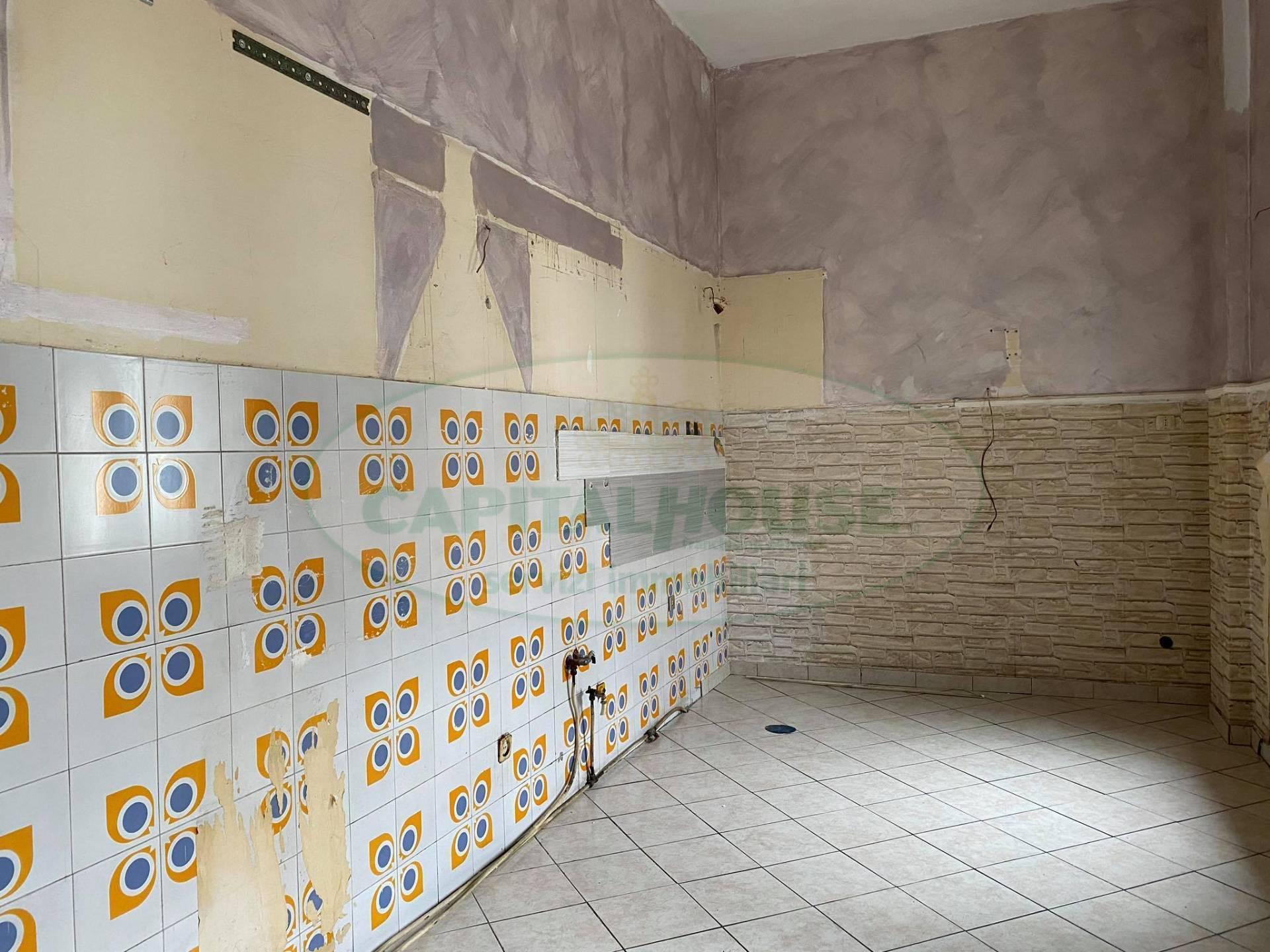 Appartamento in affitto a Afragola, 3 locali, zona Località: ZonaAmendola, prezzo € 300 | CambioCasa.it