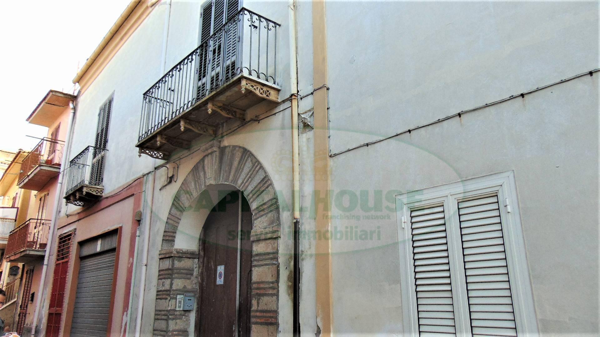 Appartamento in vendita a Quadrelle, 4 locali, prezzo € 55.000   CambioCasa.it