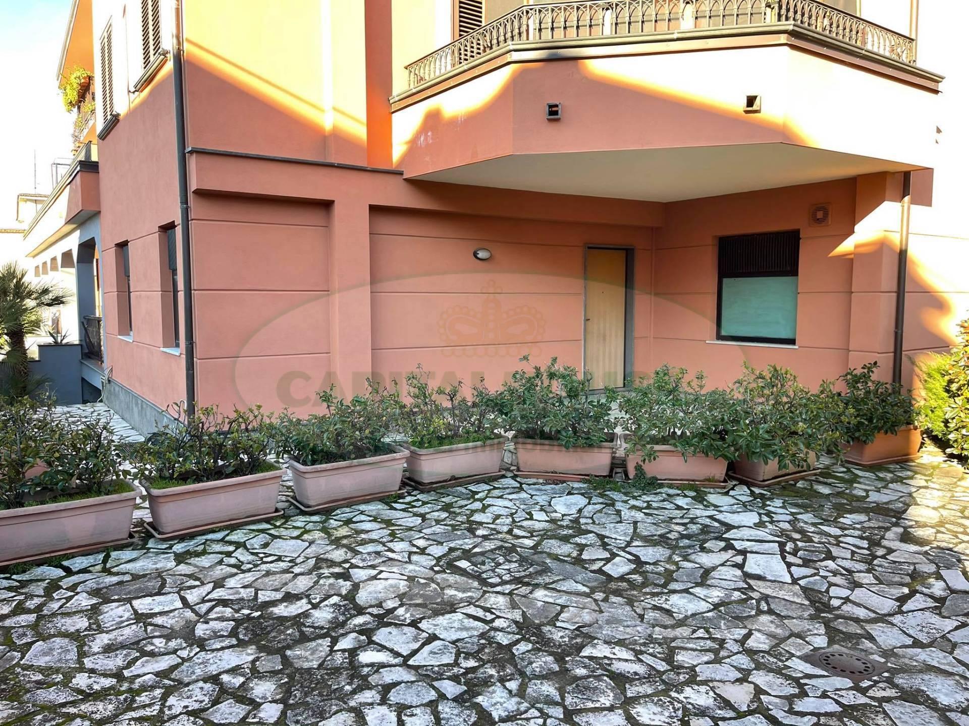 Negozio / Locale in affitto a Avella, 9999 locali, prezzo € 430   CambioCasa.it