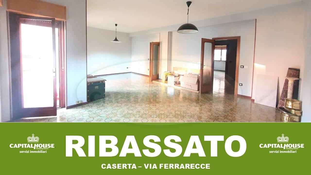 Appartamento in affitto a Caserta, 4 locali, zona Località: CasertaFerrarecce, prezzo € 500 | CambioCasa.it