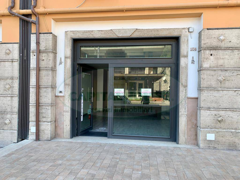 Attività commerciale in affitto a Avellino (AV)