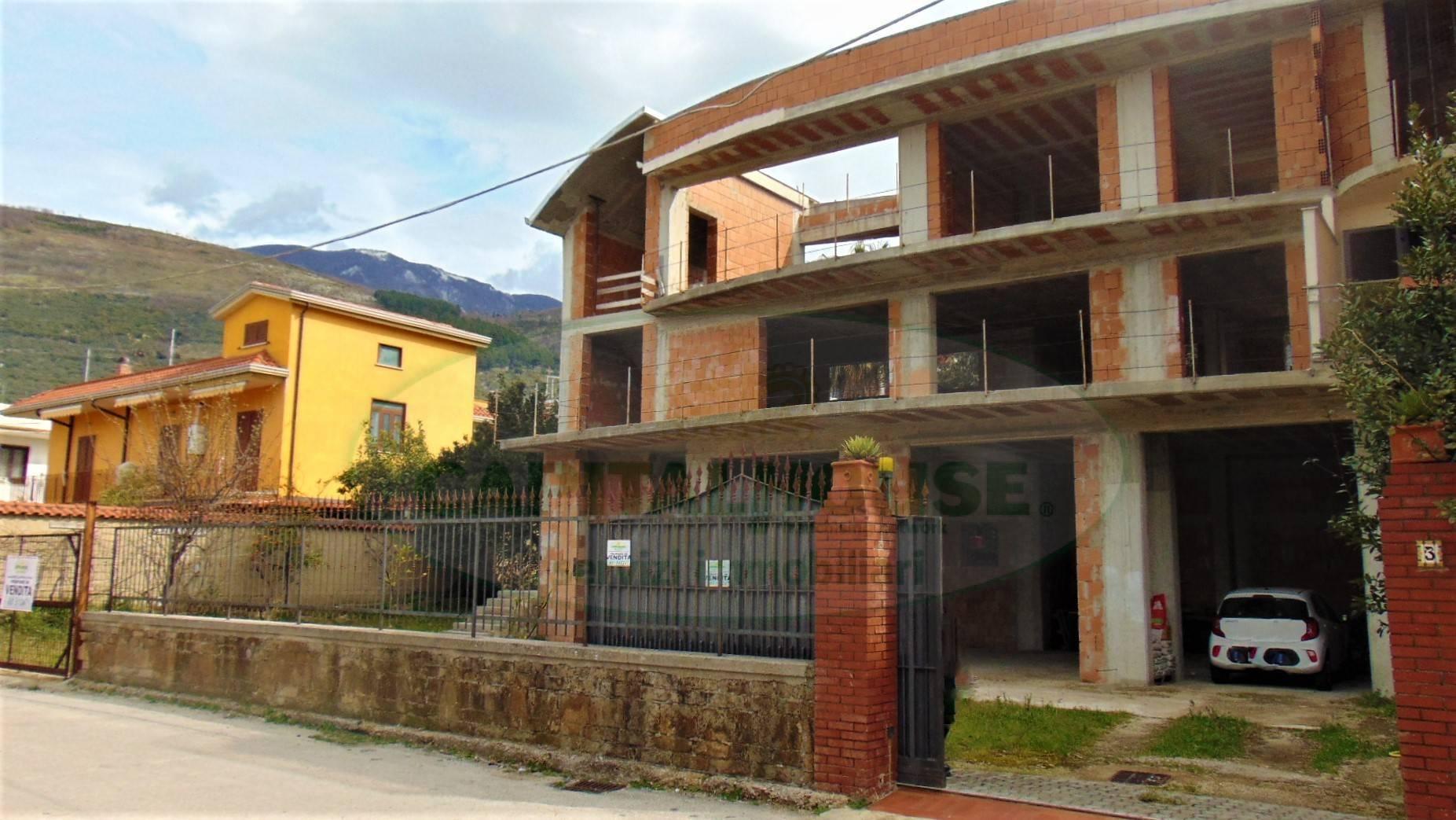 Villa in vendita a Sirignano, 9 locali, prezzo € 250.000   CambioCasa.it