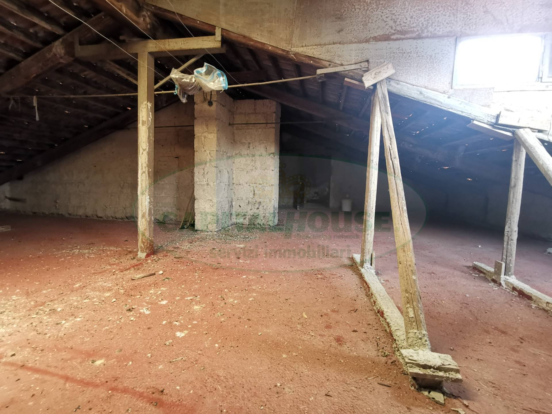Attico / Mansarda in vendita a Santa Maria Capua Vetere, 1 locali, zona Località: ZonaVilla, prezzo € 25.000   PortaleAgenzieImmobiliari.it