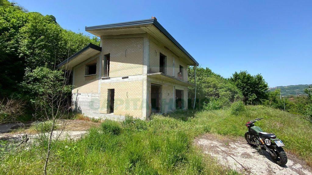 Soluzione Indipendente in vendita a Avellino, 5 locali, zona Località: ContradaCostaCuoci, prezzo € 190.000 | CambioCasa.it