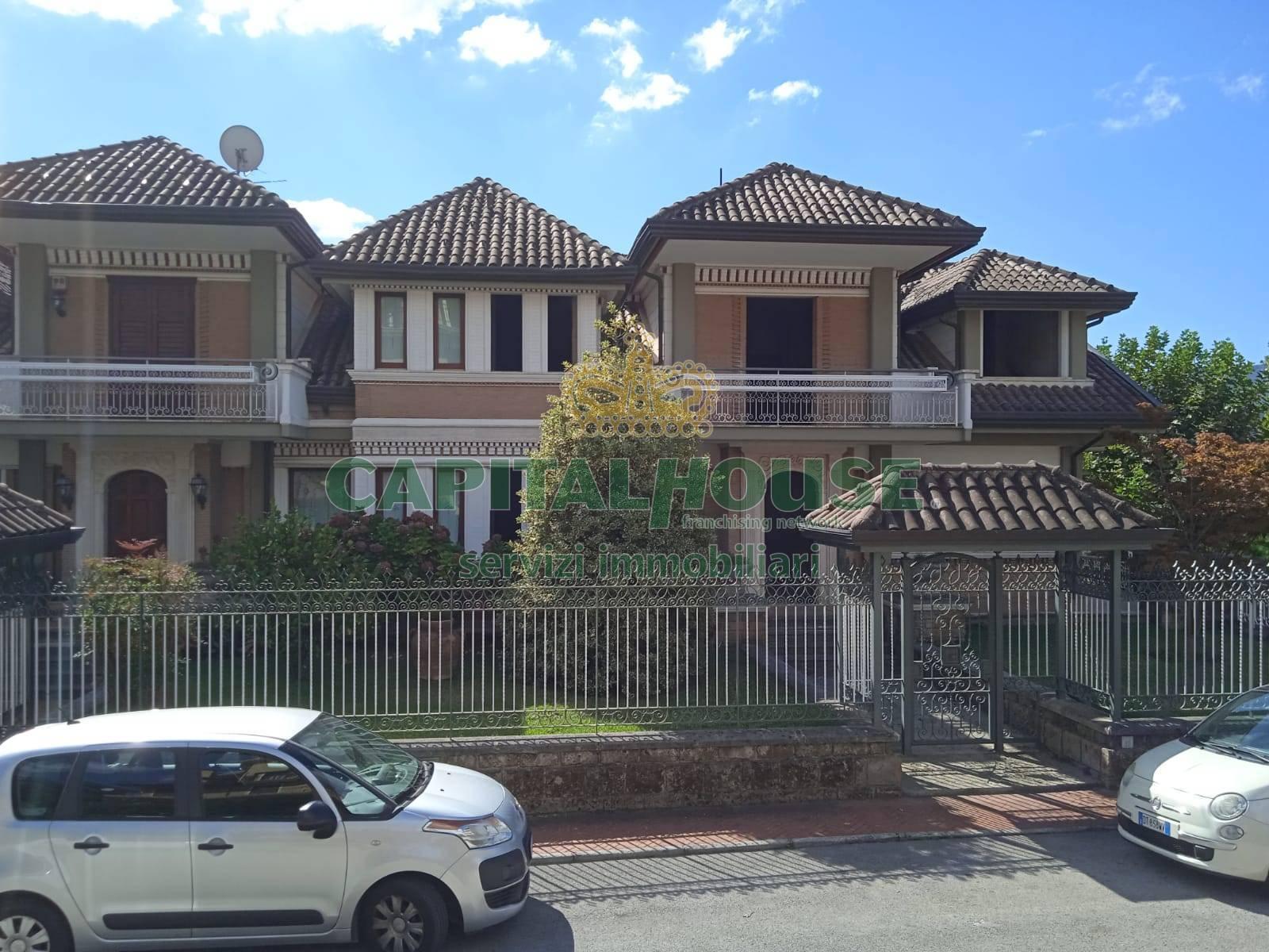 Villa in vendita a Avellino, 6 locali, zona Zona: Cappuccini, prezzo € 459.000 | CambioCasa.it