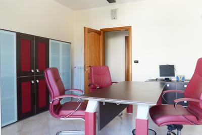Vai alla scheda: Ufficio Affitto - Nola (NA) - Rif. 8075