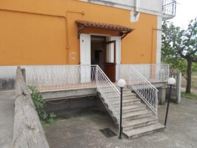 Vai alla scheda: Locale Commerciale Affitto - Capua (CE) | Sant'Angelo in Formis - Rif. LOCSAF