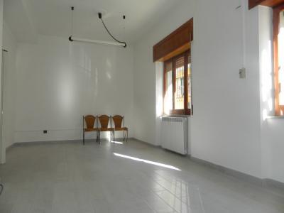 Vai alla scheda: Ufficio Affitto - Afragola (NA) | Via De Gasperi - Rif. 8217
