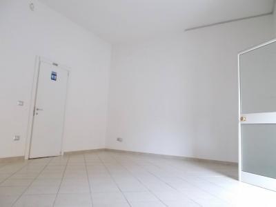 Vai alla scheda: Ufficio Affitto - San Prisco (CE) | Zona Via Stellato - Rif. 250 D