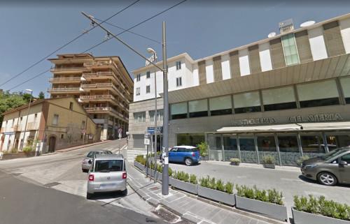 Vai alla scheda: Locale Commerciale Affitto/Vendita - Avellino (AV) - Rif. 238
