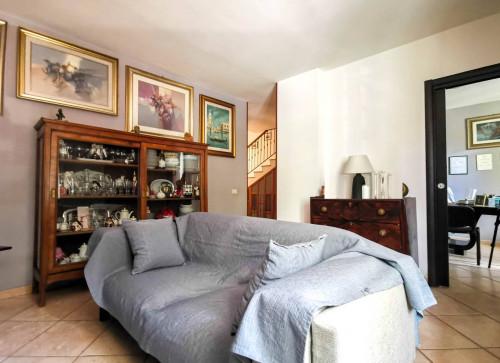 Vai alla scheda: Villa a schiera Vendita - San Prisco (CE) | Zona Centrale - Rif. 239SANPRI