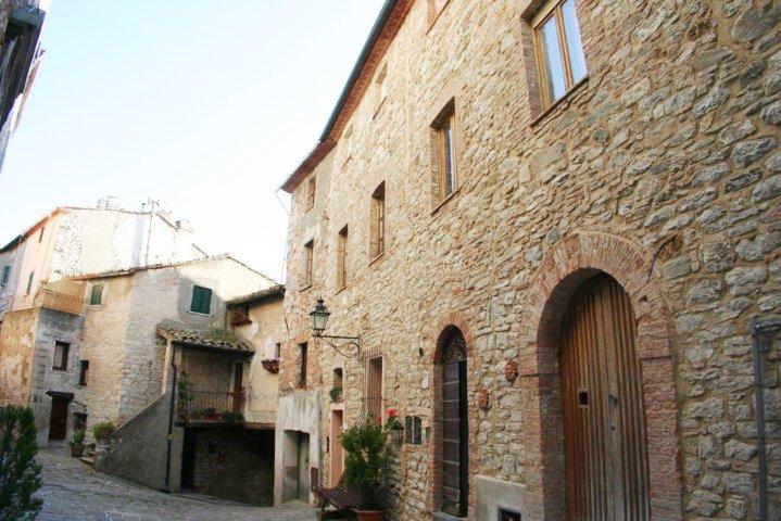 Soluzione Indipendente in vendita a Castelnuovo di Val di Cecina, 8 locali, zona Località: SassoPisano, prezzo € 290.000   CambioCasa.it
