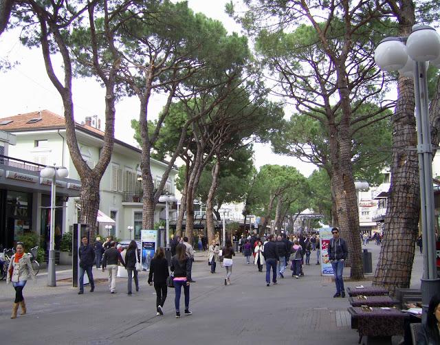 Negozio / Locale in affitto a Riccione, 9999 locali, zona Località: CENTRO, prezzo € 60.000 | Cambio Casa.it