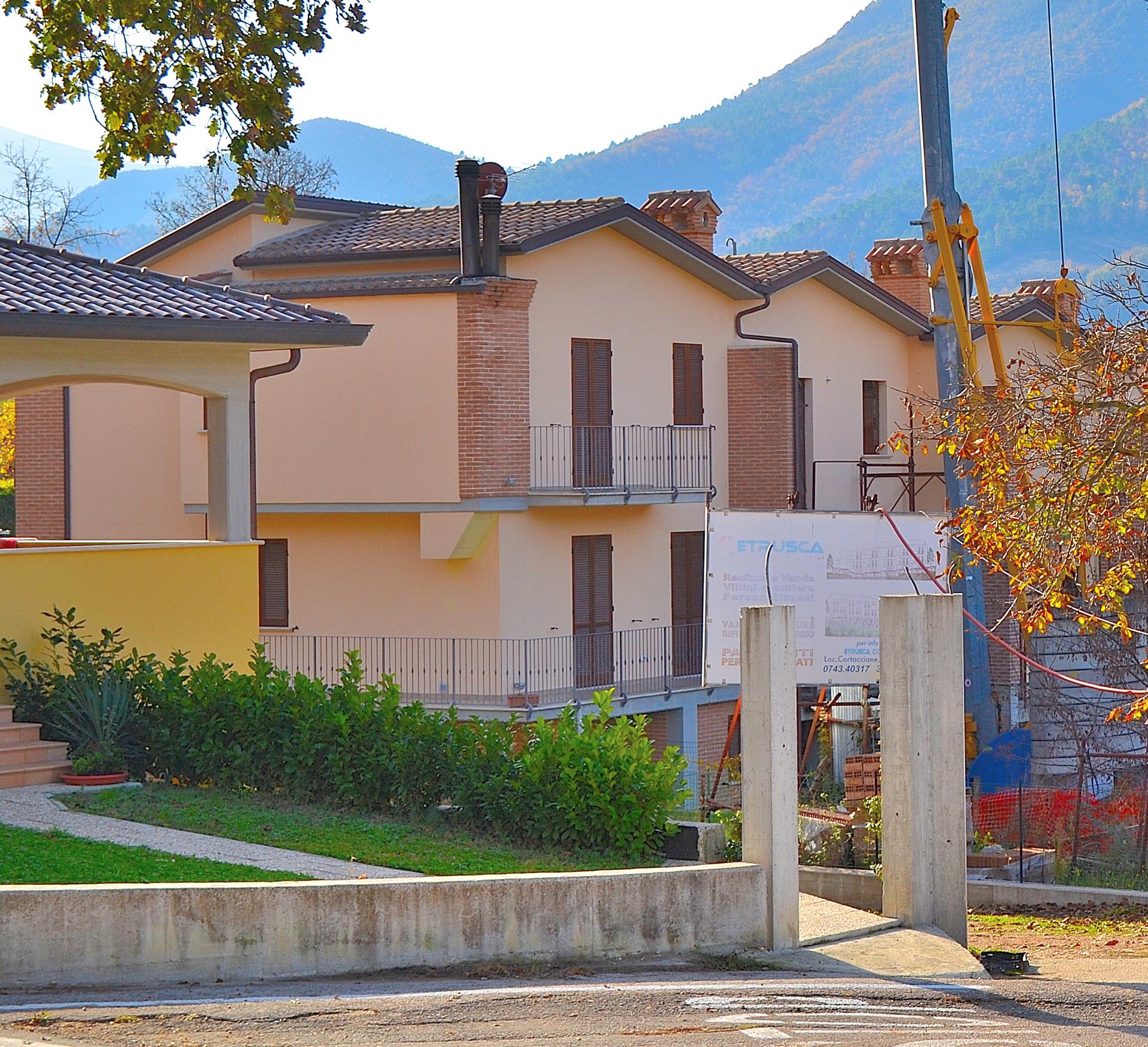 Villa a Schiera in vendita a Sant'Anatolia di Narco, 6 locali, prezzo € 70.000 | Cambio Casa.it