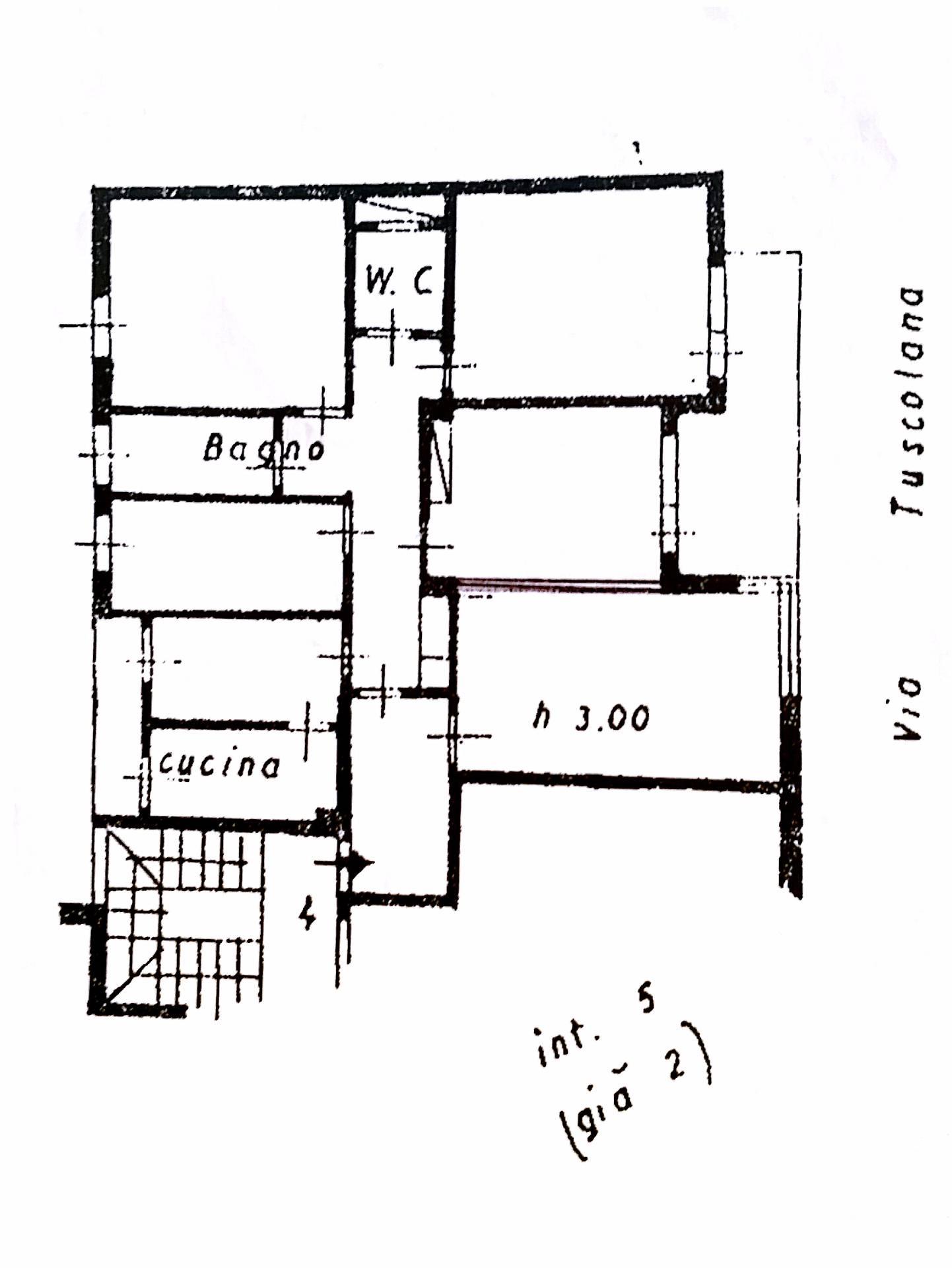 vendita appartamento roma tuscolano  390000 euro  5 locali  145 mq