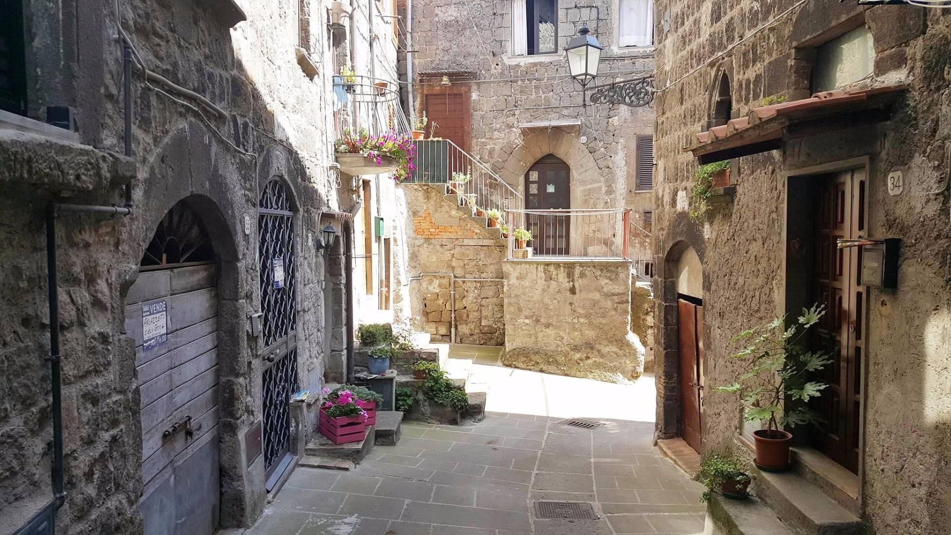 Appartamento in vendita a Vitorchiano, 4 locali, zona Località: Vitorchiano, prezzo € 99.000 | CambioCasa.it