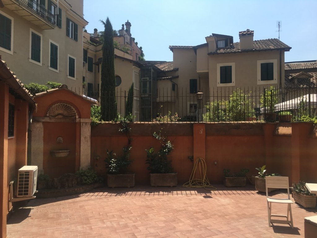 Cbi072 ex561 appartamento in affitto a roma centro for Locali commerciali roma centro affitto