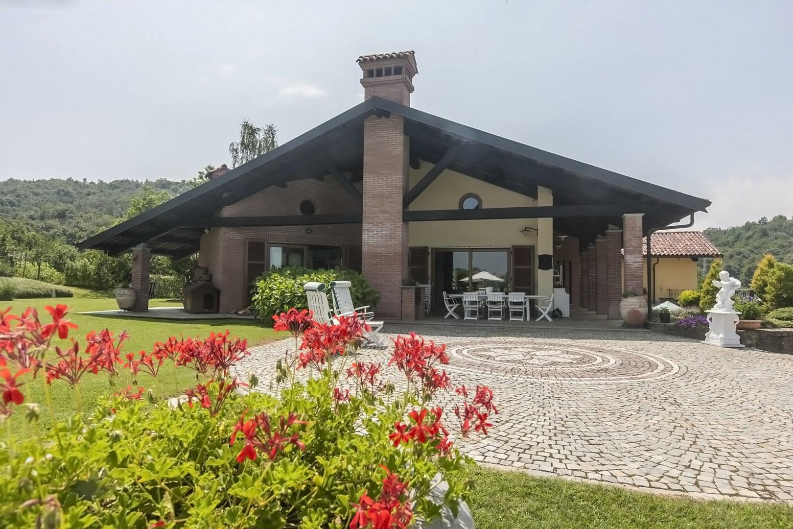 Cbi054 330 14 03 villa singola in vendita a vicoforte for Piani di casa ranch unici