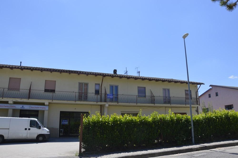 Appartamento in vendita a Sellano, 10 locali, zona Località: Sellano-Centro, prezzo € 97.000 | Cambio Casa.it
