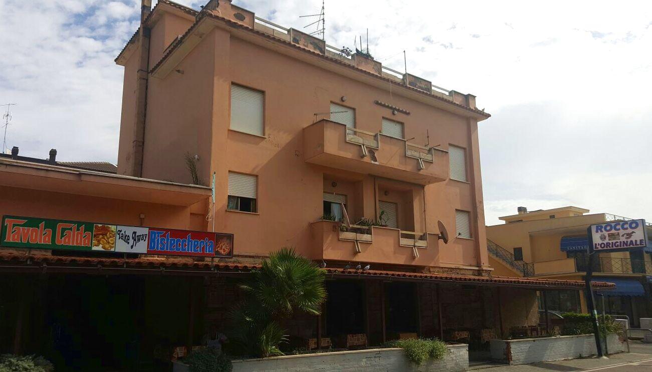 Palazzo / Stabile in vendita a Pomezia, 15 locali, zona Zona: Torvaianica, prezzo € 1.050.000 | Cambio Casa.it