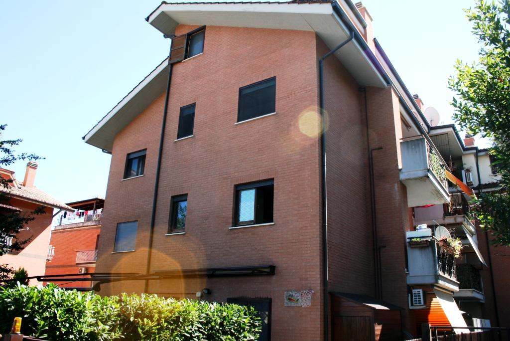 Bilocale Monterotondo Via Cacciatori Delle Alpi 10