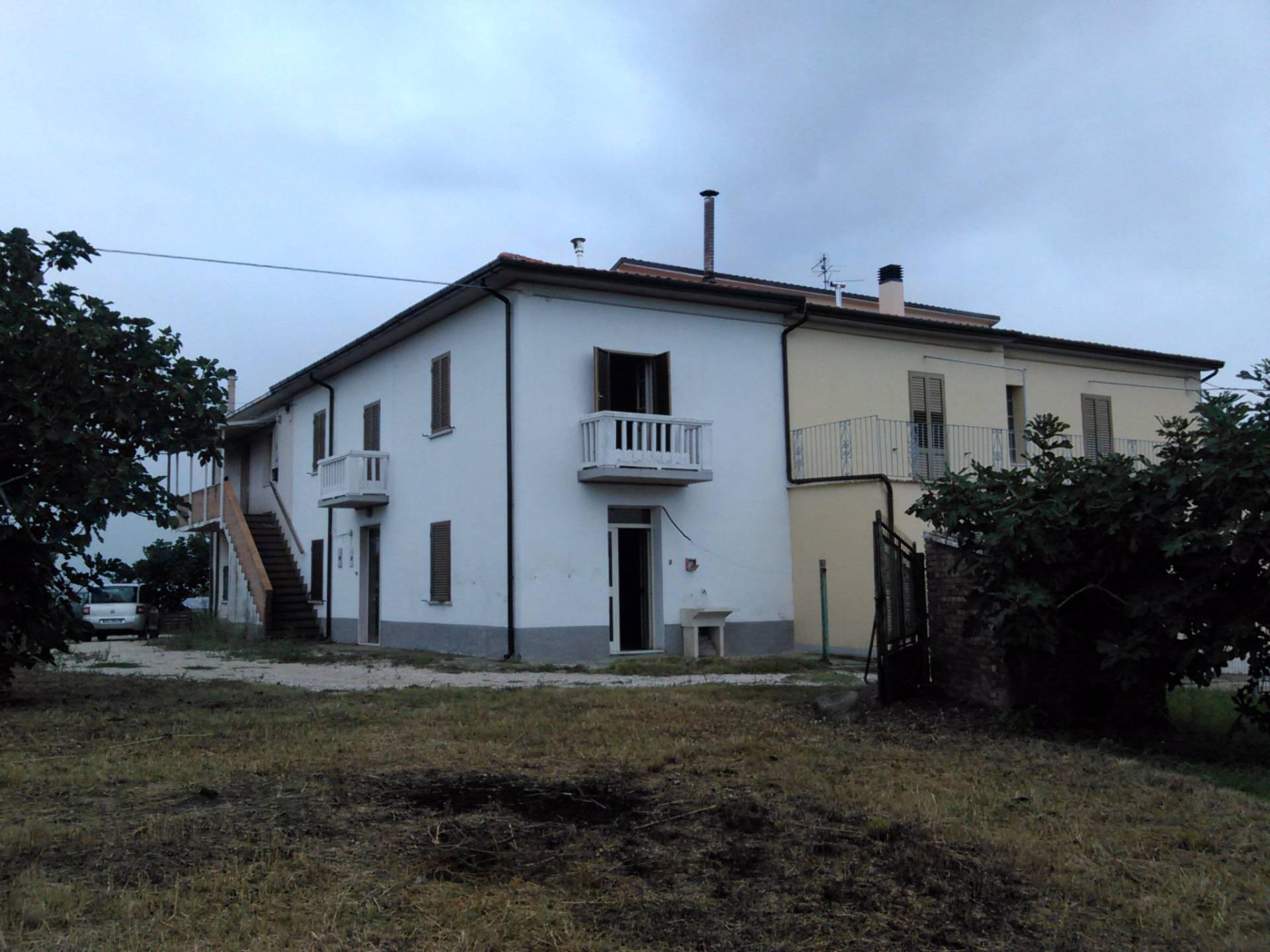 Rustico / Casale in Vendita a Rosciano