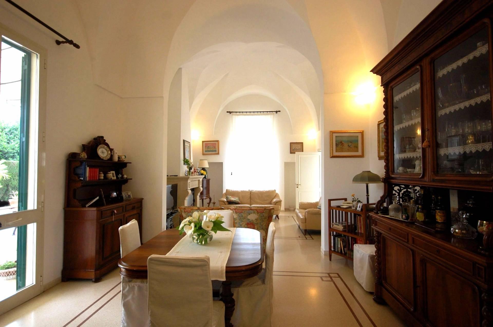 Villa in vendita a Galatina, 8 locali, prezzo € 890.000 | Cambio Casa.it