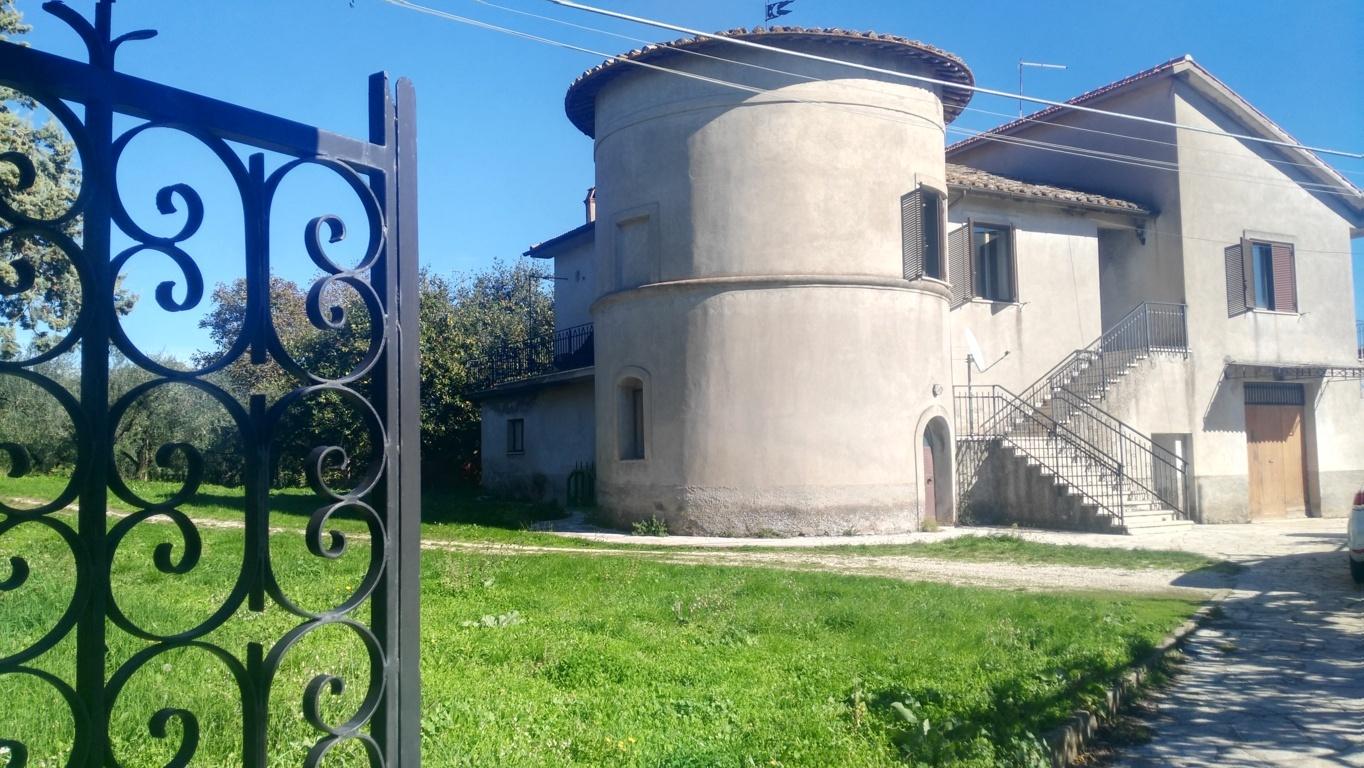 Villa in vendita a Carbognano, 15 locali, zona Località: centrale, prezzo € 359.000 | Cambio Casa.it