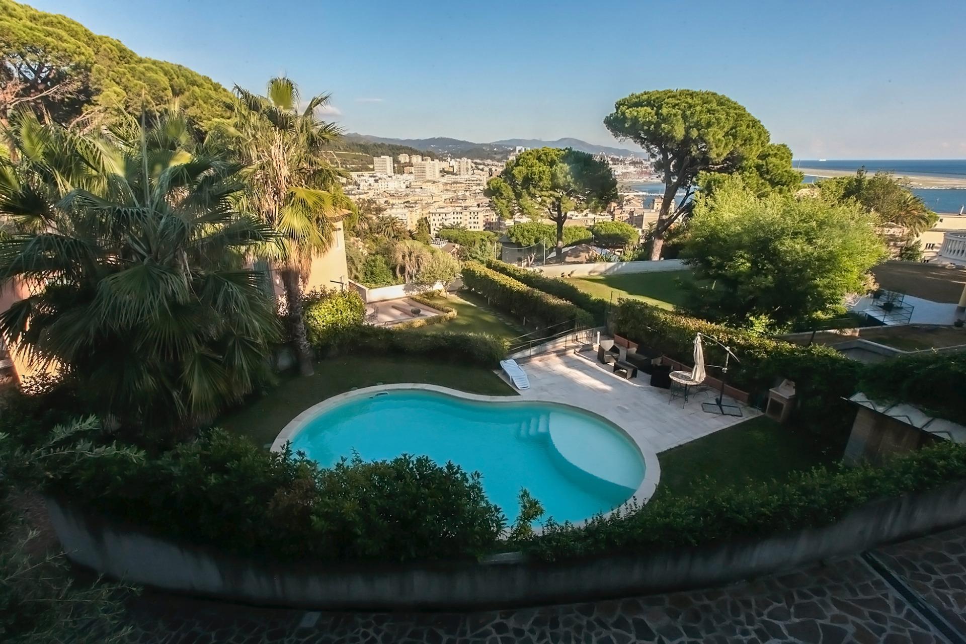 Villa con giardino a genova - Piscina rivarolo ...