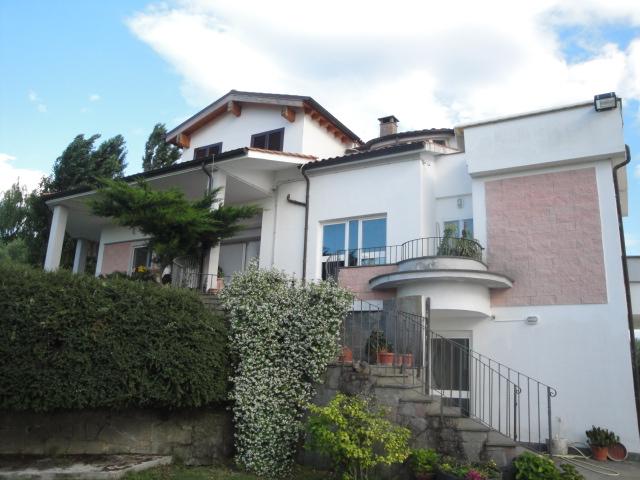 Villa in vendita a Viterbo, 8 locali, zona Zona: Periferia, prezzo € 595.000 | Cambio Casa.it